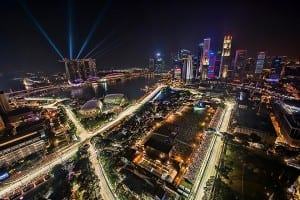 Lights, shiny cars, and breakneck speed. What more could you want?/ Chensiyuan