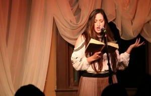 Jo Simon gives an animated performance./ Alexandra Antoneshyn